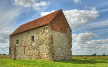 The Anglo-Saxon church of St Peter-on-the-Wall, Bradwell-on-Sea, Essex (© Colm O'Laoi; license: CC BY-SA 3.0)