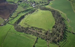 Aerial photo of Cadbury Camelot (© Historic England)